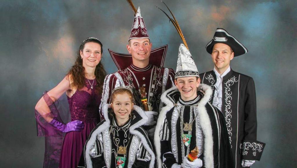 Lombokkers van harte gefeliciteerd met jullie prachtige prinsenparen ALAAF !!!